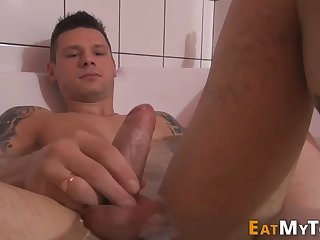 kinky hunk sucking toes